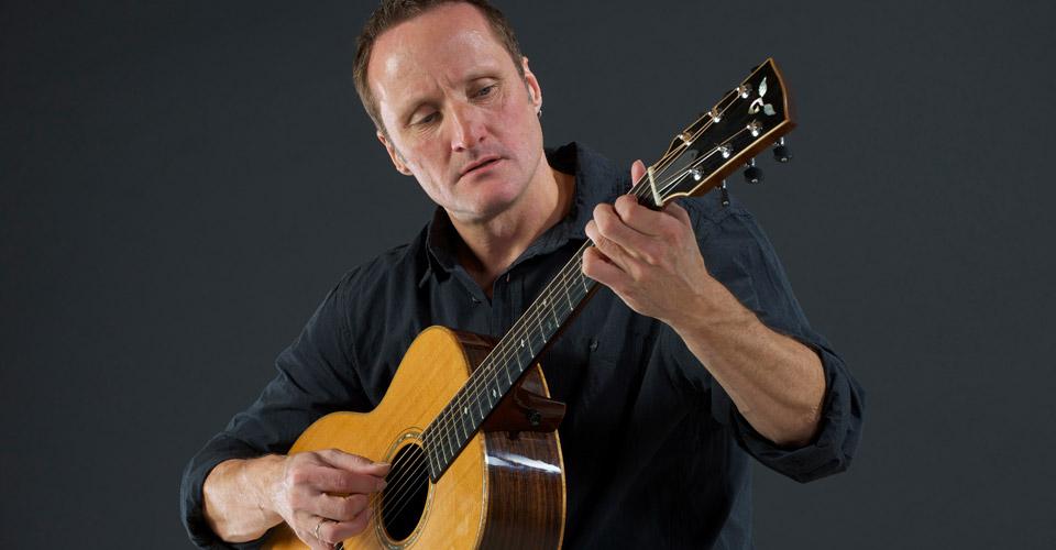 Jan-Niewold-met-gitaar